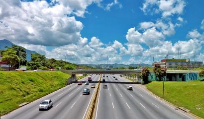 Autopista Fco. Fajardo / Caracas / Venezuela