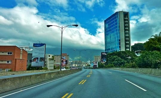 Autopista Prados del Este / Caracas / Venezuela